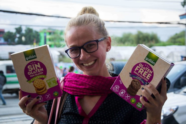 Ich mit glutenfreien Keksen Nepal