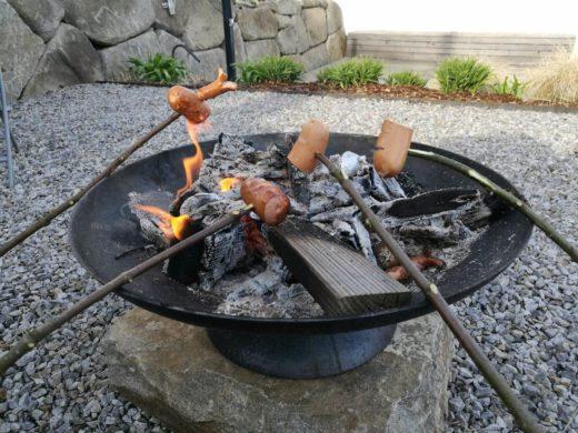 Würstel grillen