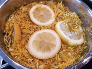Blüten Zitronen und Wasser